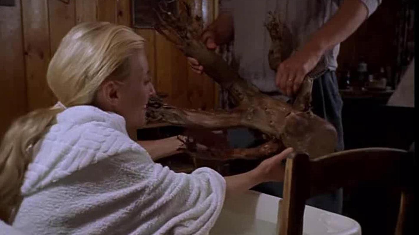 #惊悚看电影#夫妻俩多年没孩子,丈夫便用树根做了个假娃娃,树根却突然复活了