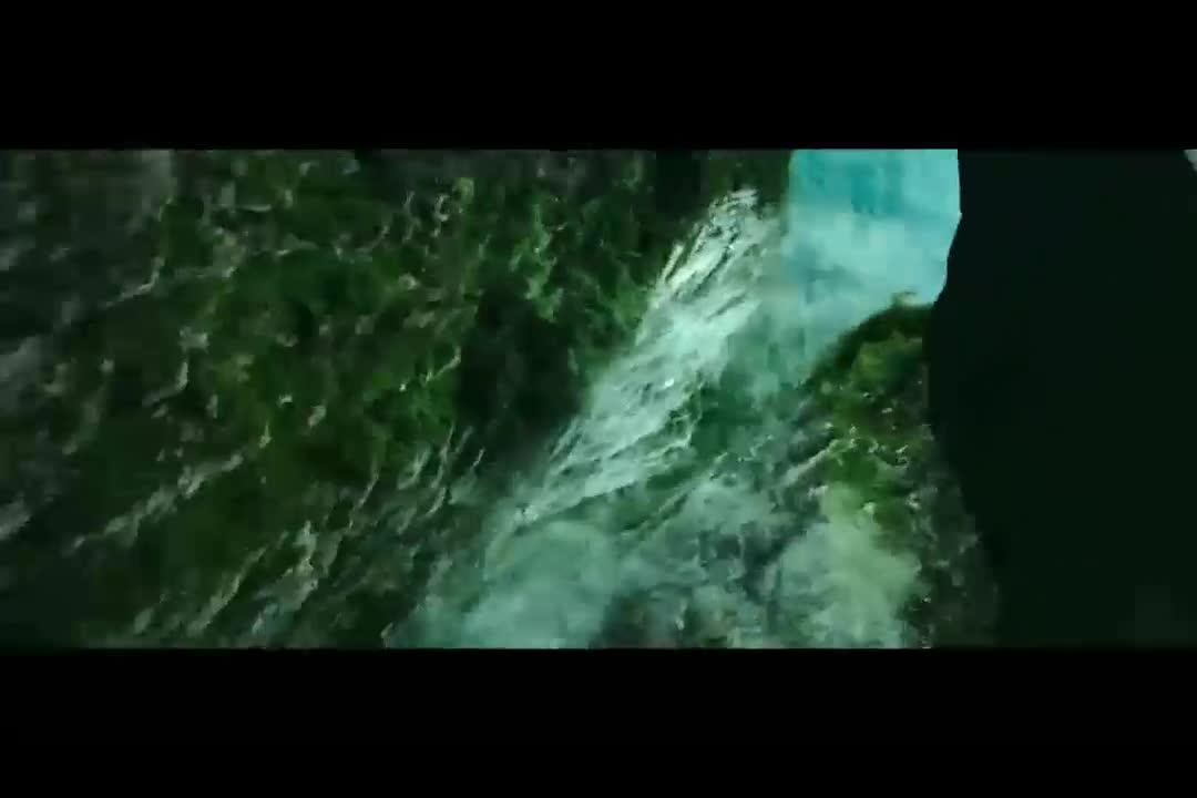 小伙从悬崖跳落,就靠背上的气垫滑行,他能安全降落吗