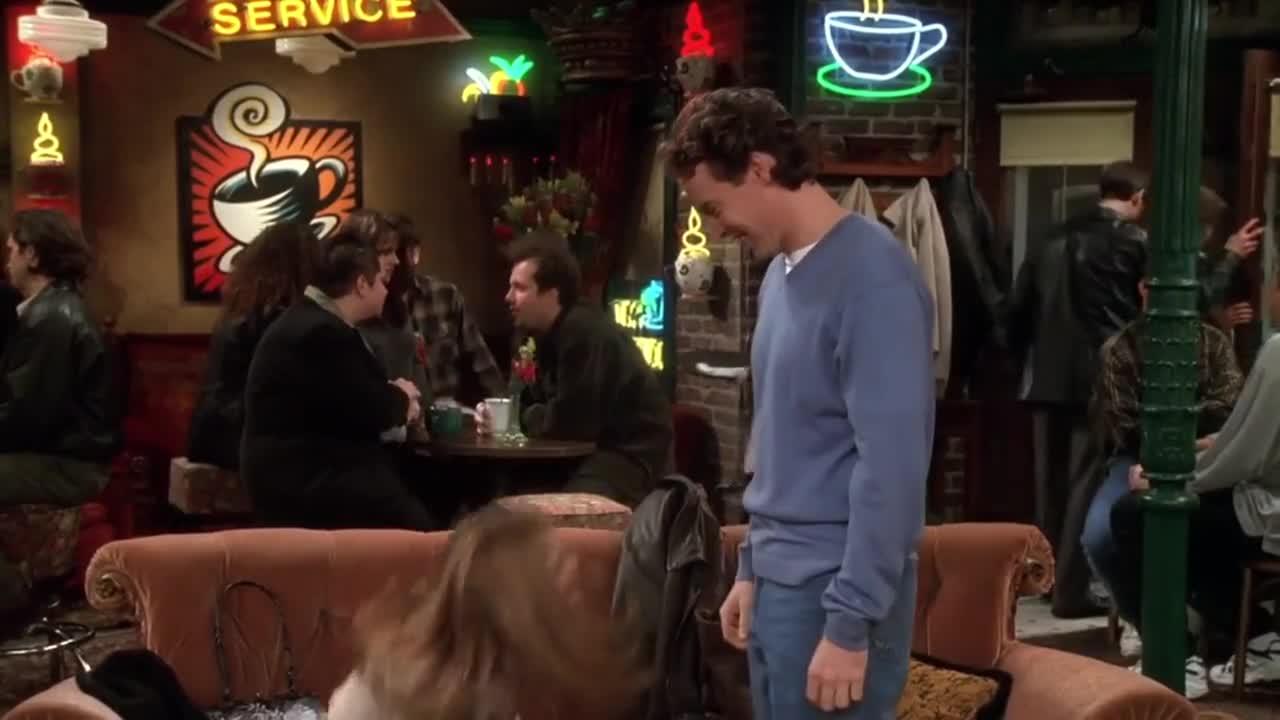 女子与男友约在咖啡馆,男友到来后,女子却说不够疯狂