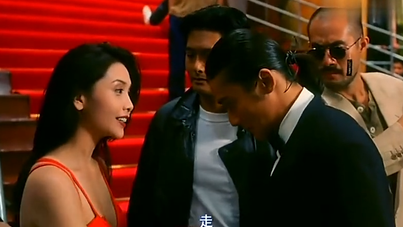 赌神2:赌神在颁奖典礼上走红毯,却被美女一个眼神勾了过去