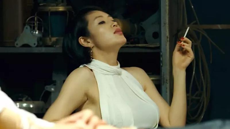 #电影最前线#看完这部犯罪片,女赌神就是不一样,比《赌神》好十倍,值得收藏