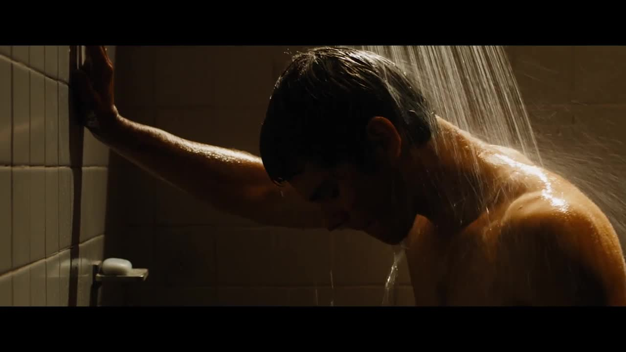 小伙在洗澡,却发现自己在流血,立马去找了医生