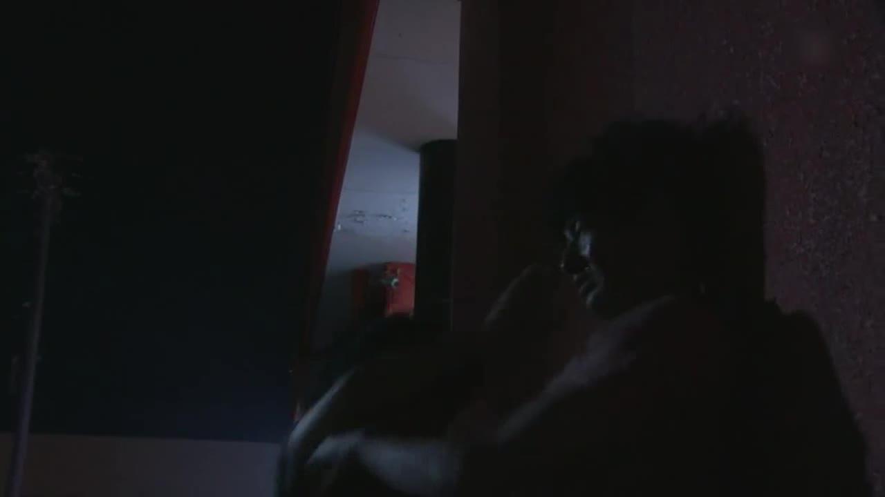男子见到好友,两人打了起来,男子突然被喊醒