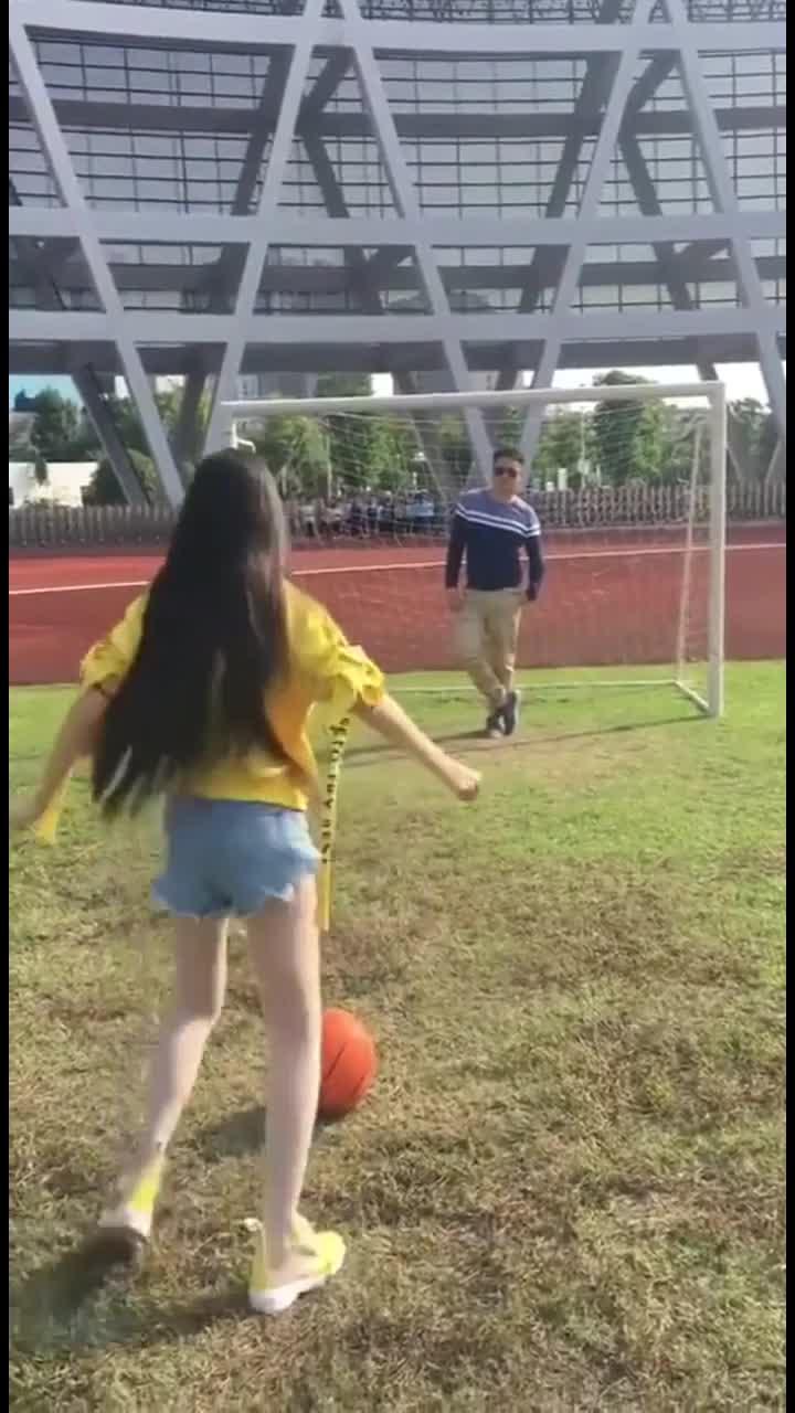 还能这样踢足球的吗?