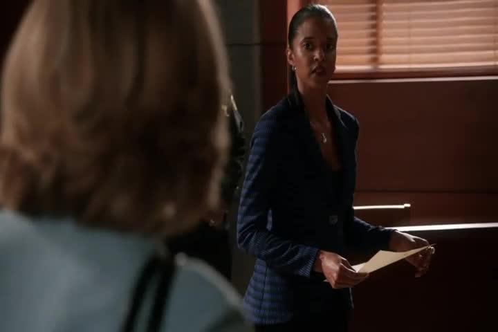 女律师找到前检察官助理,想了解情况,助理:我不想跟你谈!