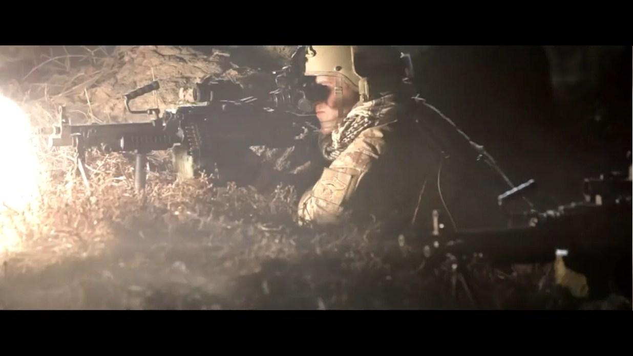 可怜的武装分子不是被装备夜视仪的海豹队围,就是被机枪屠杀殆尽