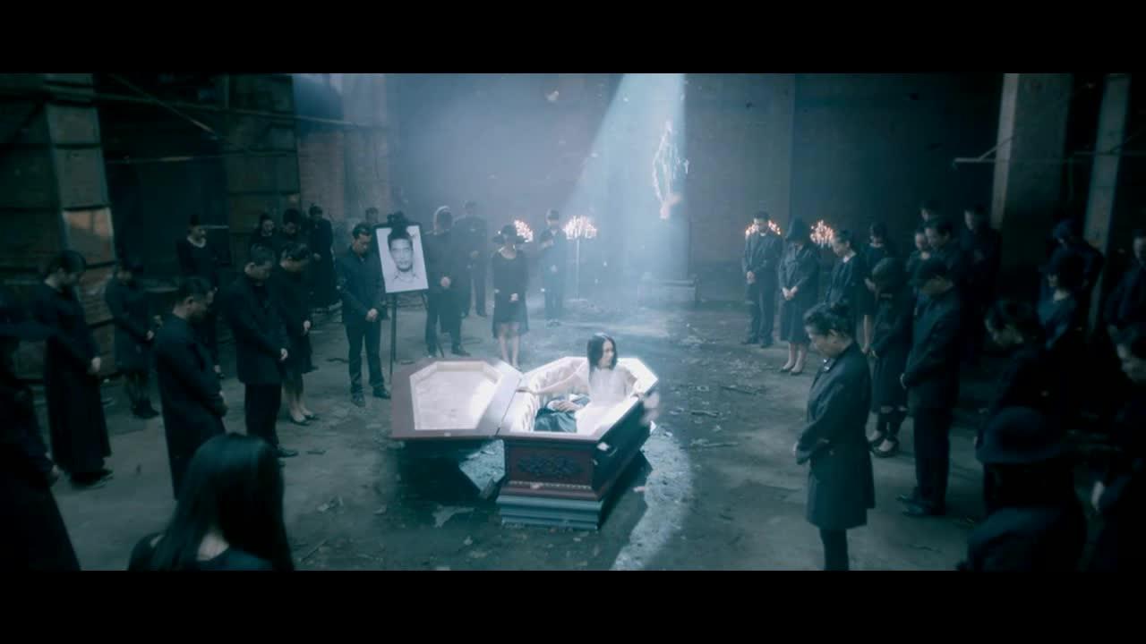 #头脑风暴#美女男朋友从棺材中坐起来,问美女为什么杀了自己