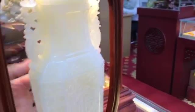 #新疆和田玉籽料原石#涨上千倍:300000和田玉原石一刀切出羊脂!卖千万!