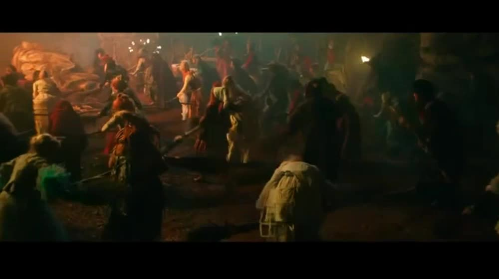 众多巫师在举行狂欢,竟然混进来一个小女巫