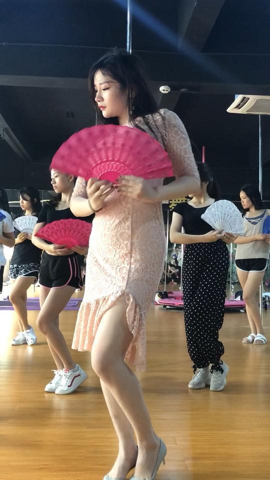 #万紫园华翎舞蹈#小女子这厢有礼了☺️