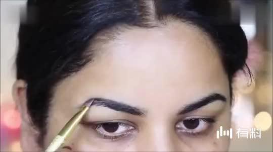 长相普通印度姐姐 秒变风情女郎,演绎异域的性感 超魅惑,这化妆技术真让人惊艳