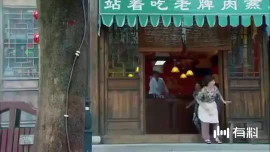 恋上黑天使:在颁奖典礼上,被追逐小偷的马梁扰乱现场秩序