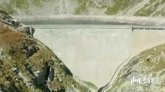 世界上最勇敢的羊,在悬崖上淡定自如,很好奇羊看那深渊发怵吗?