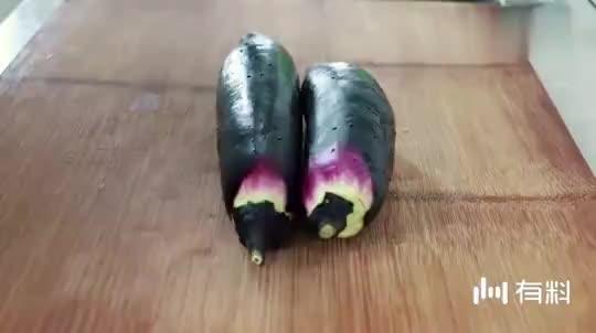 大厨教你蒜烤茄子做法,不用烤箱微波炉,吃出地摊味道