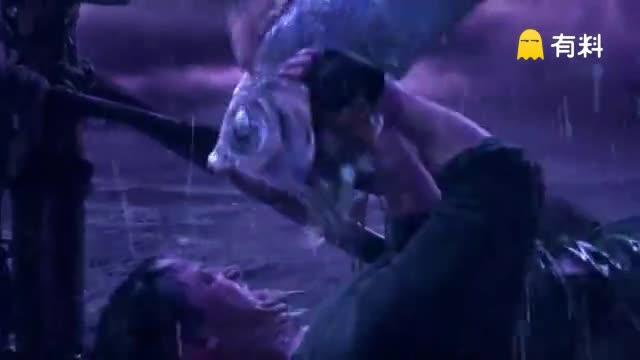 在大海上突然遇到成群会飞的怪鱼:威力强大
