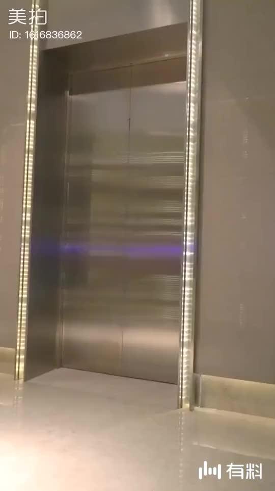 电梯一开,你永远不知道会出来什么奇才
