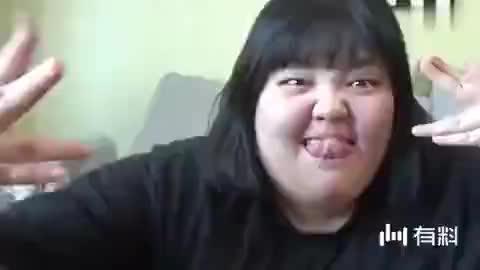 韩国吃货肥肠妹秀彬吃着牛蛙喝着烤肉,对她来可乐和青蛙区别图片