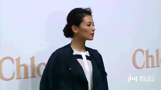 她女星名声出身身家性感远不及赵薇黄晓明却mv黑丝性感美女图片
