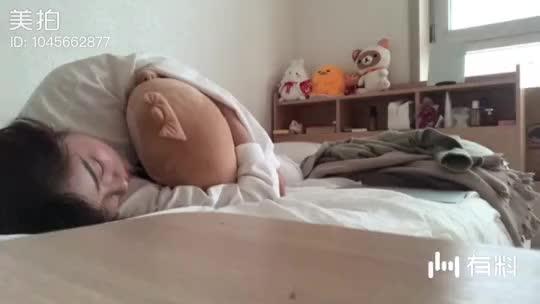 今天真的是个体力透支的一天,一回到家就换上睡衣倒下了