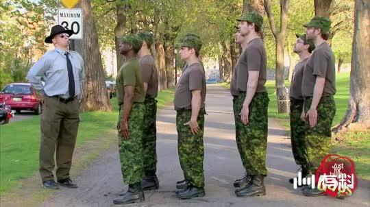 看来只有国外的军人敢这么玩!嗨呀