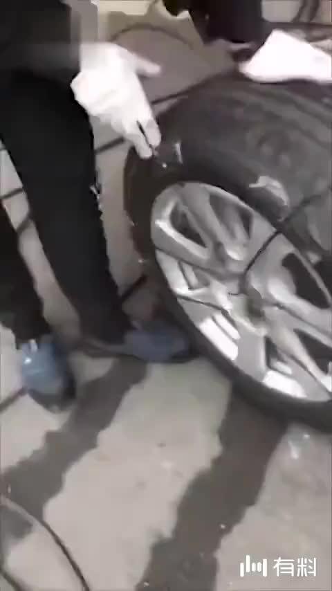 笑skr人!男子逮住老鼠后五花大绑轮胎上审问