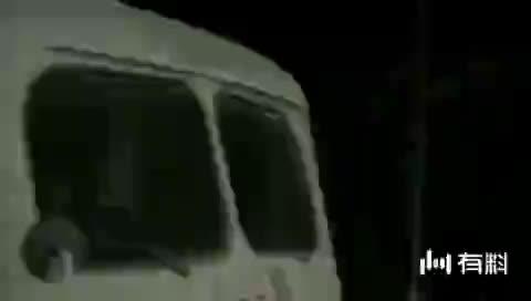 【灵臆事件】老婆婆发现后面三个人是鬼,用这种办法救了小伙一命!