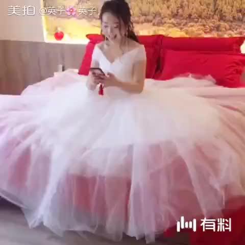 你的婚纱好漂亮