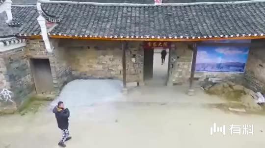 郑州发现一座古宅藏身高楼之间,已有200多年历史,你去过吗?