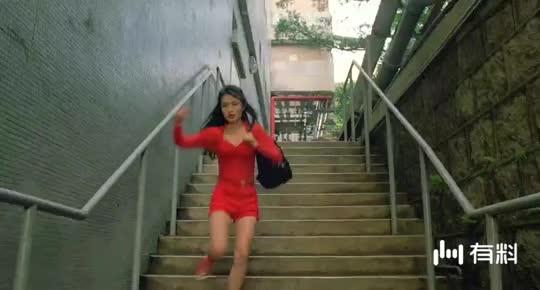 #电影片段#抓女鬼的骚操作,摸胸抓鬼!