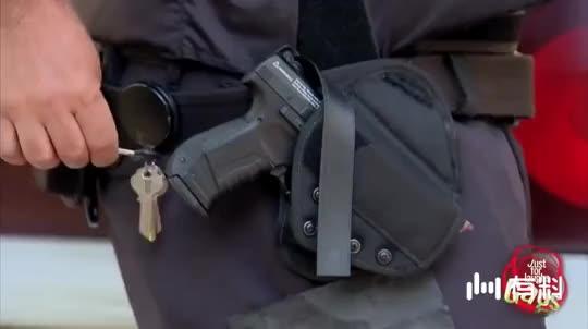 恶作剧:走火的手枪