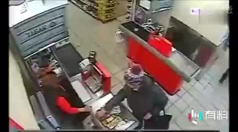 俄罗斯商店里面的一宗抢劫案, 这可能是有史以来最惨的劫匪!
